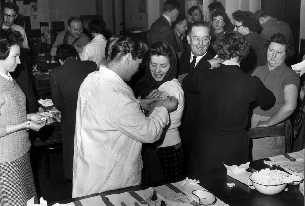 Mass smallpox vaccination at Manchester Town Hall