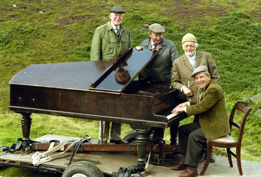 Norman Wisdom playing the piano on Last of the Summer Wine, September 1994