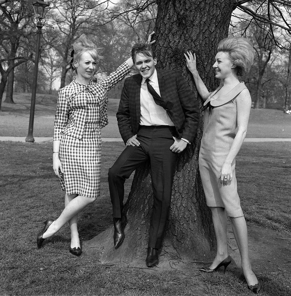Yarmouth Spectacular co-stars Karen Andrews and Jackie Sands with Billy Fury, April 1964