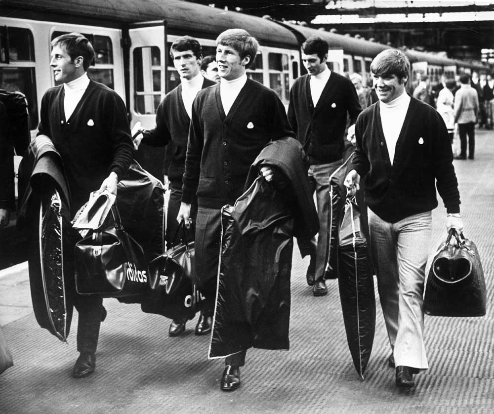 Manchester City players about to board the train at Picadilly station