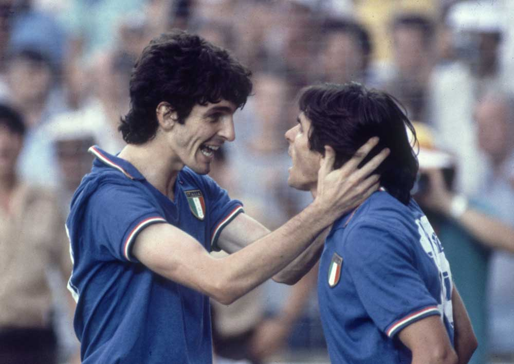Roma's Bruno Conti, right, playing for Italy with Paolo Rossi, April 1986