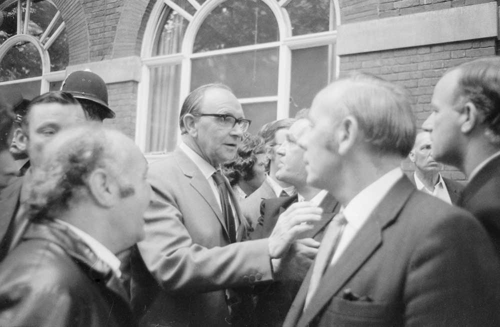 Dockers confront Jack Jones after their week-long strike is called off, August 1972
