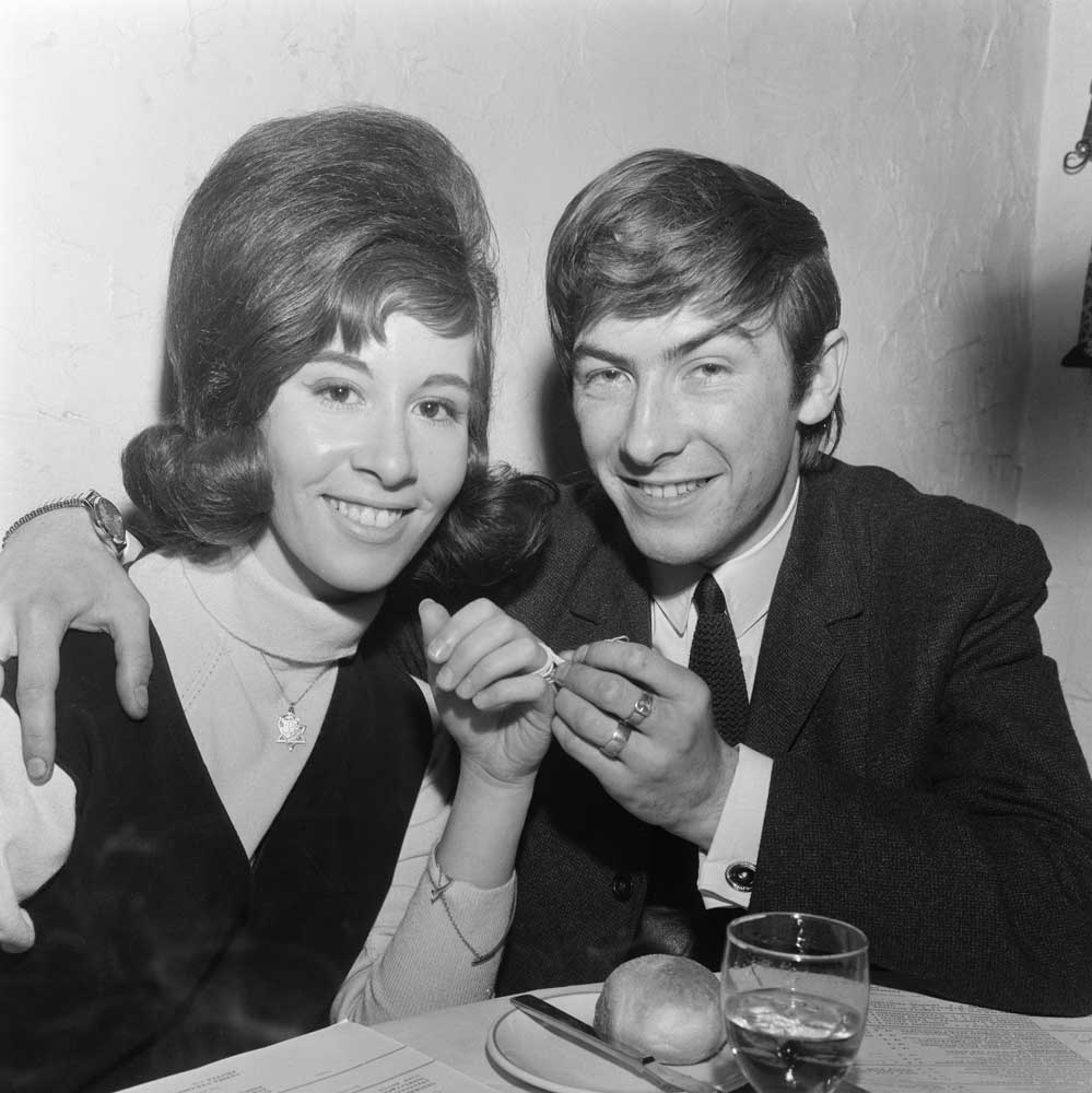 Mojos' guitarist Nicky Crouch and Helen Shapiro pretend to be engaged, June 1964