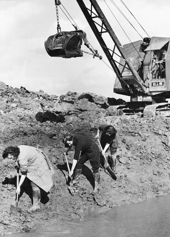 Women's Land Army members digging a river bank in Manchester, March 1943