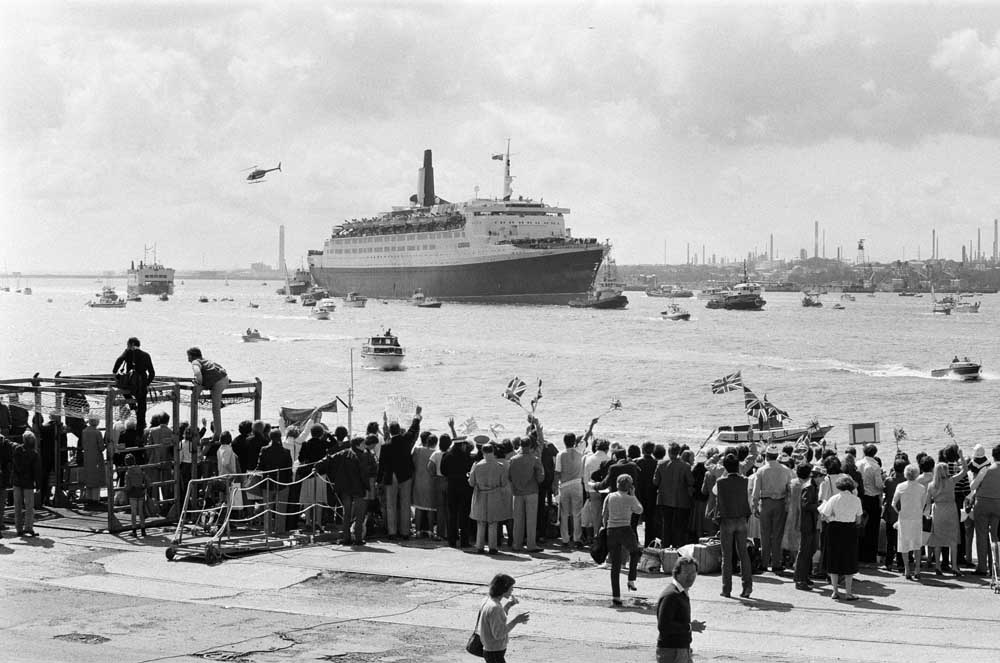 The QE2 returns safely to Southampton after the Falklands war, June 1982