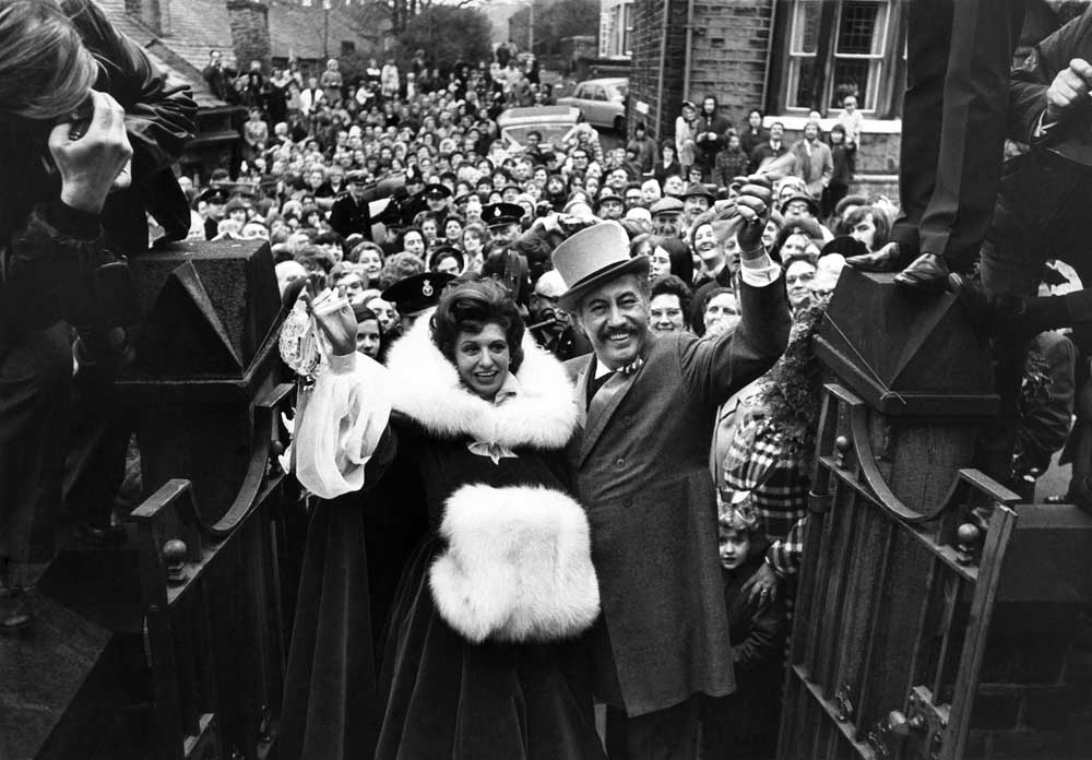 Well-wishers flock to the wedding of Pat Phoenix and Alan Browning, December 1972