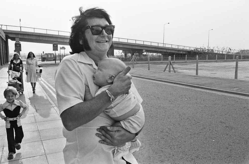 Roy Orbison with his son Alexander and family at Ringway Airport, August 1975