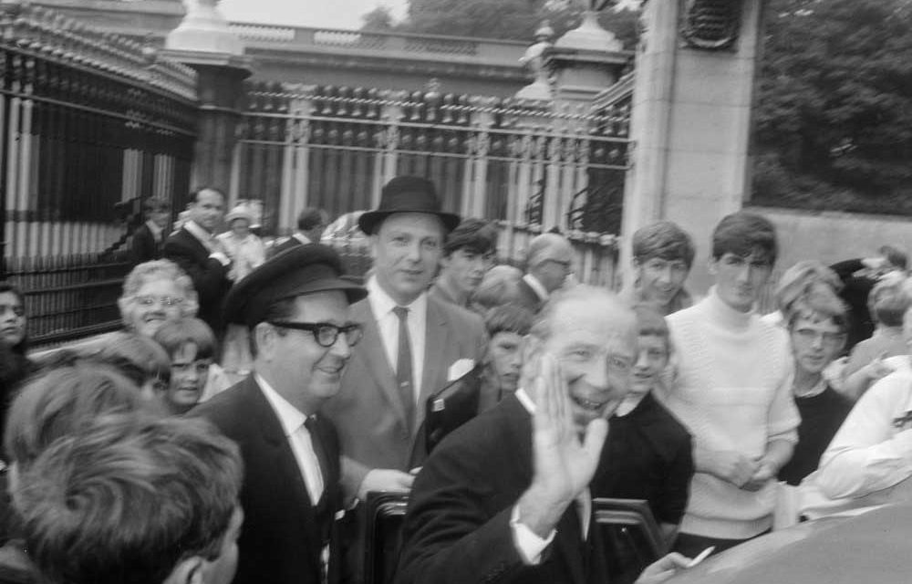 Matt Busby arrives to be knighted