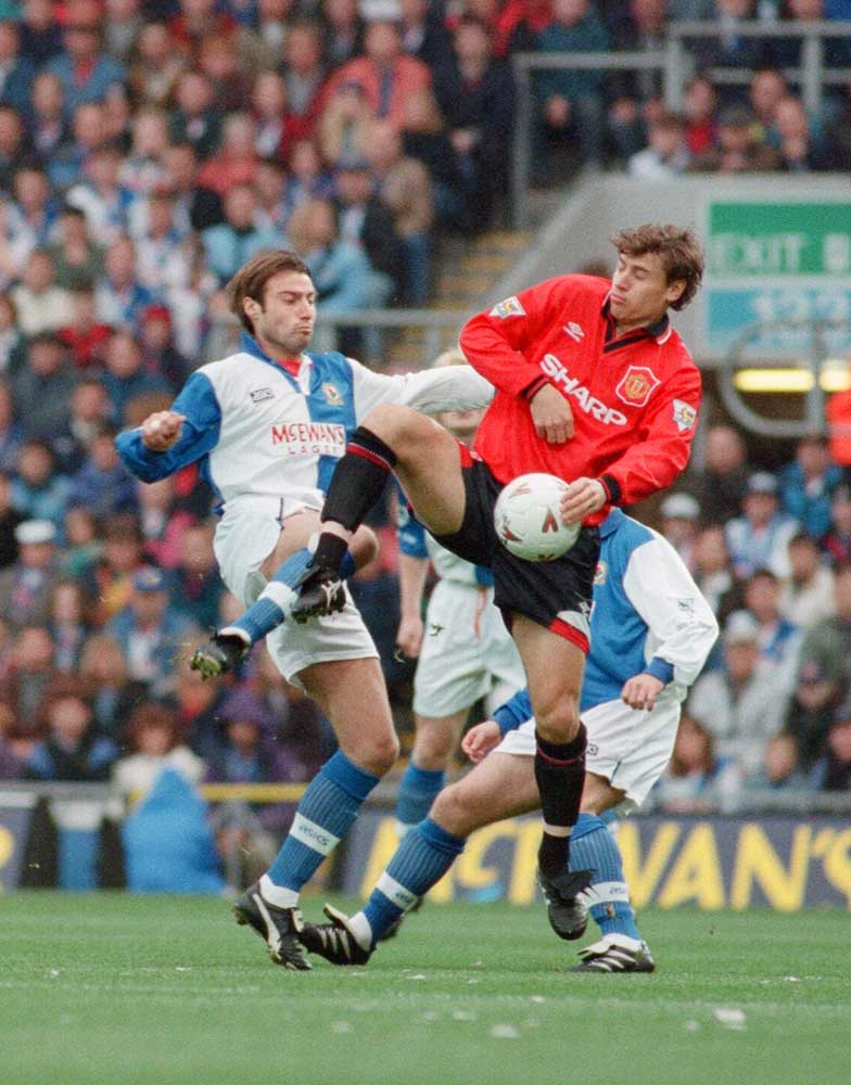 Manchester United winger Andrei Kanchelskis, right, tussles with Paul Warhurst, August 1994