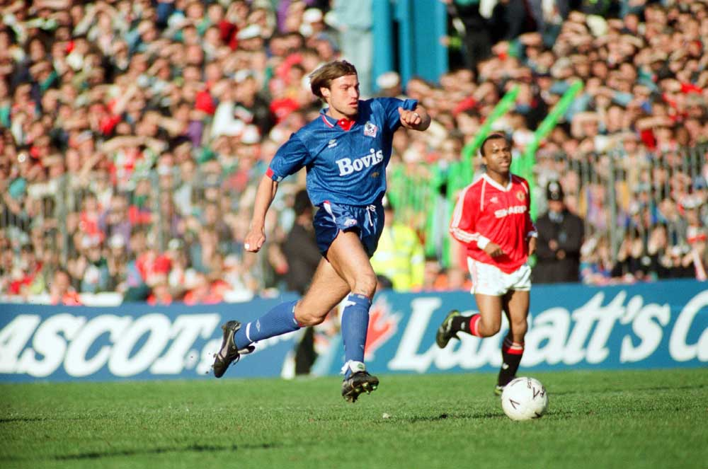 Paul Warhurst playing for Oldham against Manchester United in the FA Cup semi-final, April 1990