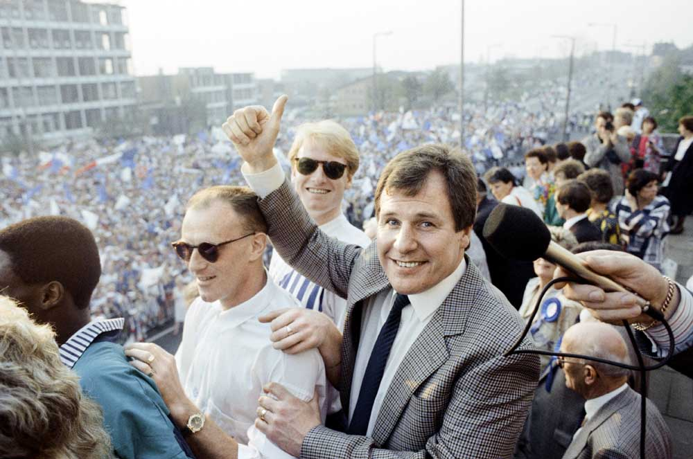 Heroes' welcome for manager Joe Royle and Oldham after the Littlewoods Cup final, April 1990