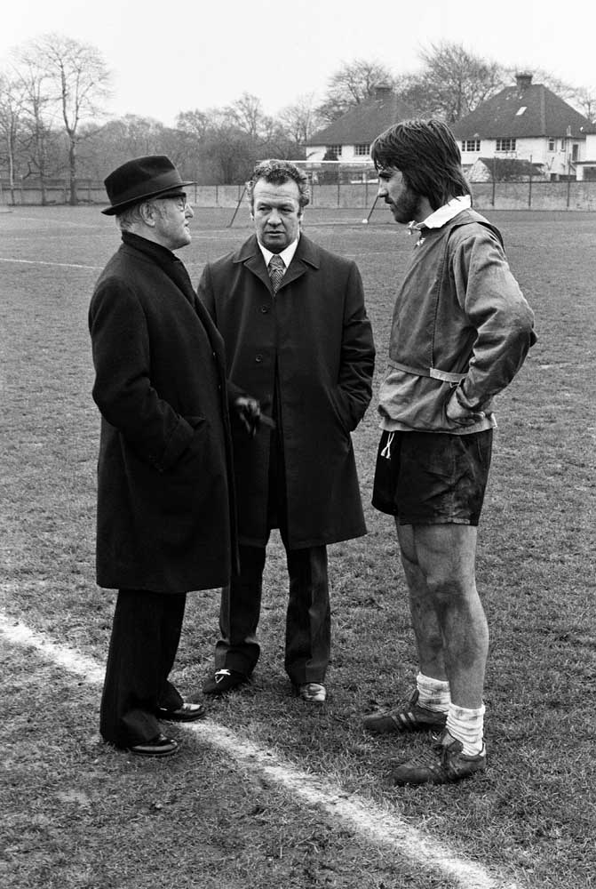 Everton manager Billy Bingham, centre, welcomes Bob Latchford, February 1974