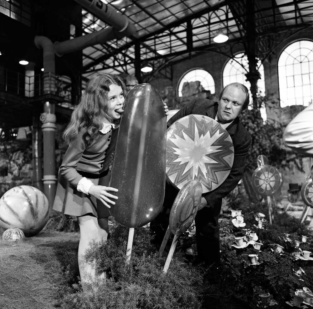 Julie Dawn Cole and Roy Kinnear in Willy Wonka and the Chocolate Factory, October 1970