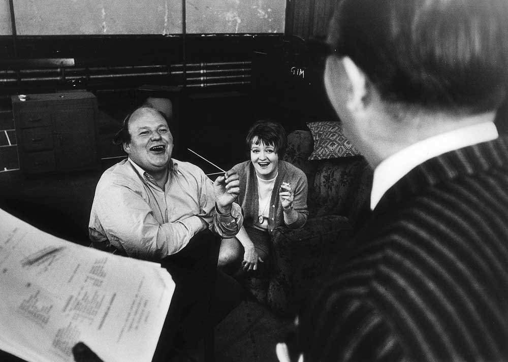 Roy Kinnear in rehearsal with actress Patsy Rowlands, April 1968